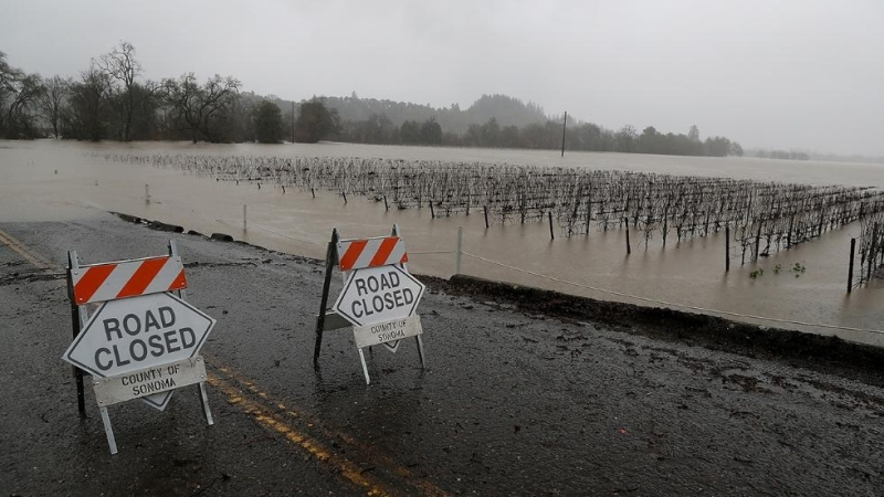 california-road-closed-due-to-flooding-2017