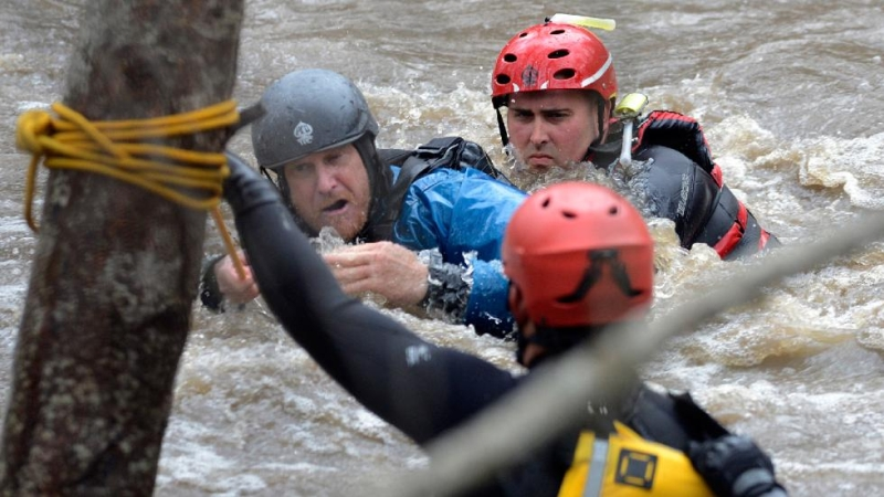 search-and-rescue-team-flood