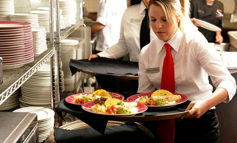 waitress-having-hands-full